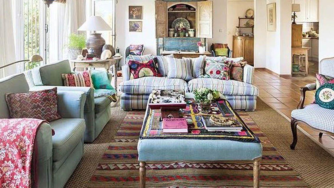 Combinar diferentes diseños de muebles es una forma de conseguir el estilo ecléctico en interiores. Foto: Café Versátil / Grupo Edisur.