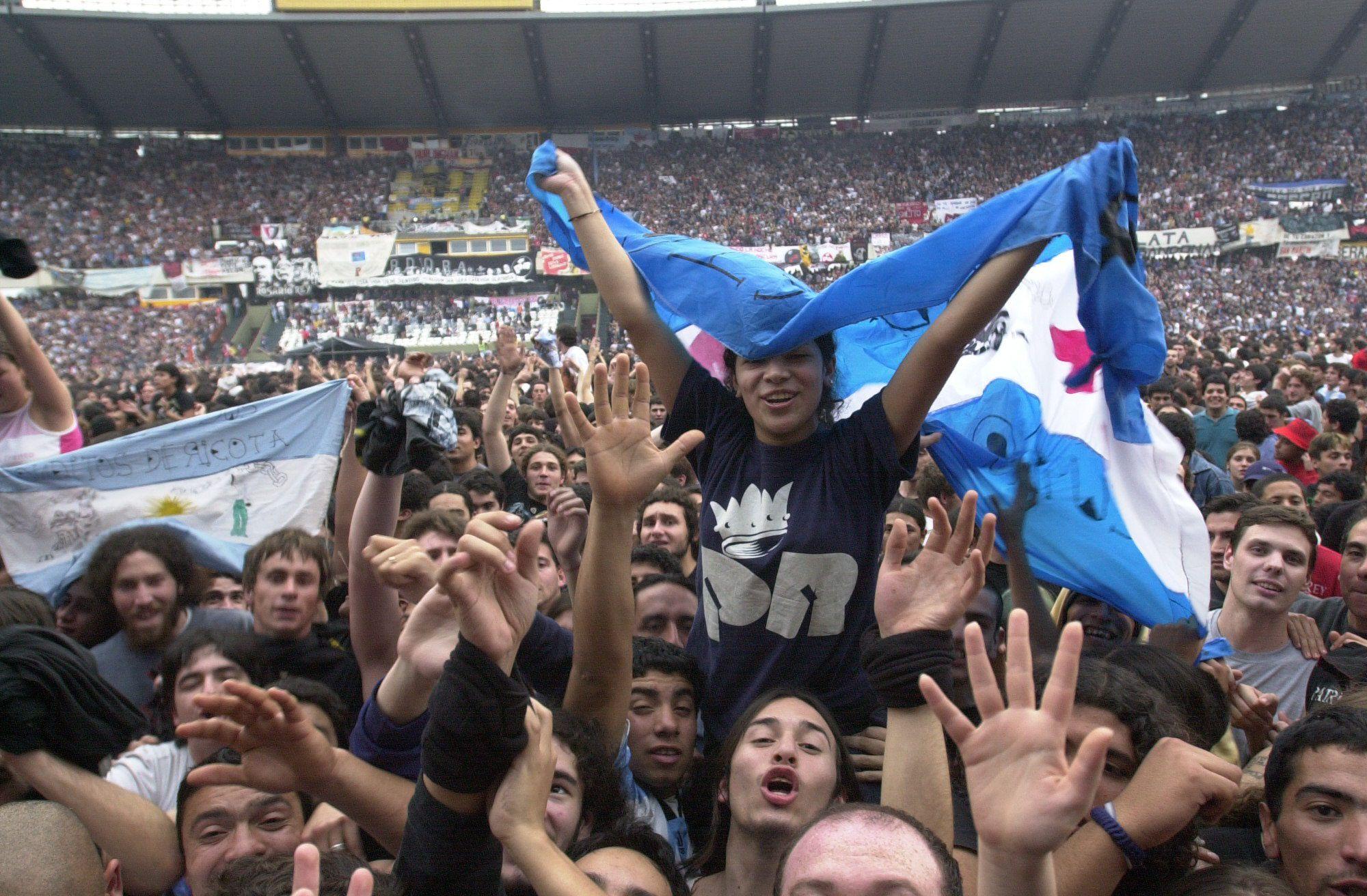 La asistencia al último show de Patricio Rey y sus Redonditos de Ricota fue cercana a las 50 mil personas. Récord para la plaza Córdoba. (La Voz/ Archivo)